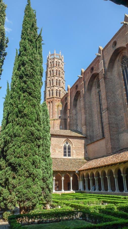 大教堂圣Sernin,钟楼、修道院和庭院,图卢兹,法国 库存图片