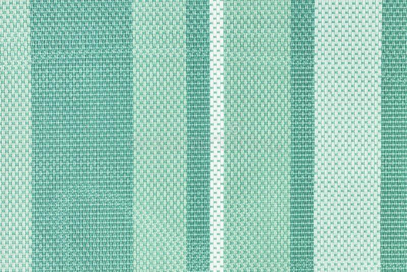 大编织的特写镜头纹理  与轻和深绿条纹的背景 布局的照片 库存照片