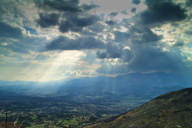 太阳光芒通过云彩 图库摄影
