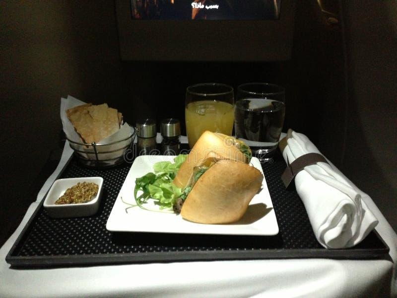 夜餐在机上阿联酋联合航空业务分类 库存照片