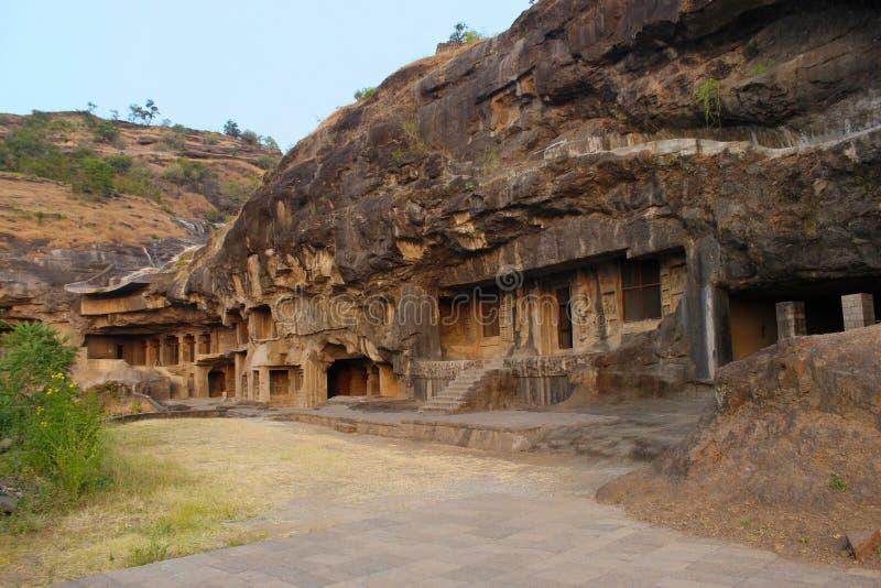 外部的游人洞1 - 4,佛教徒使佛教洞Ellora,奥郎加巴德,马哈拉施特拉陷下 免版税图库摄影
