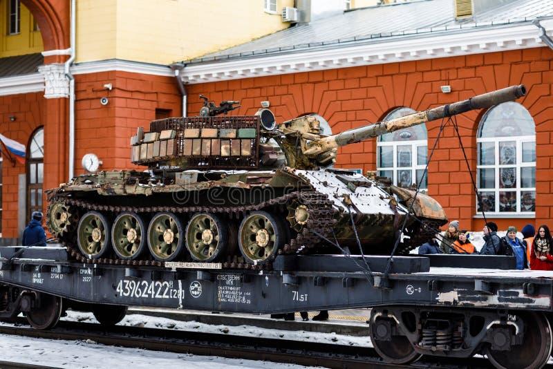 奥廖尔州,俄罗斯- 2019年2月25日:战利品坦克 军事爱国行动的火车 免版税库存照片