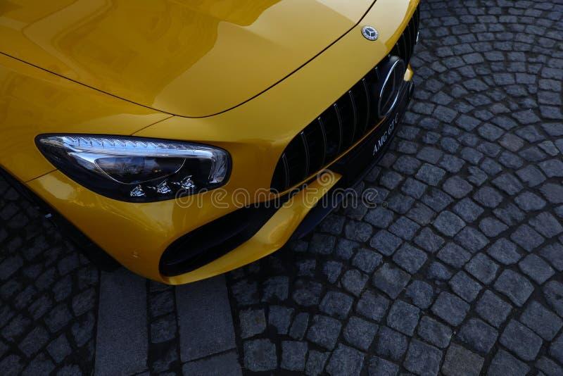 奔驰车AMG GT C黄色 库存图片