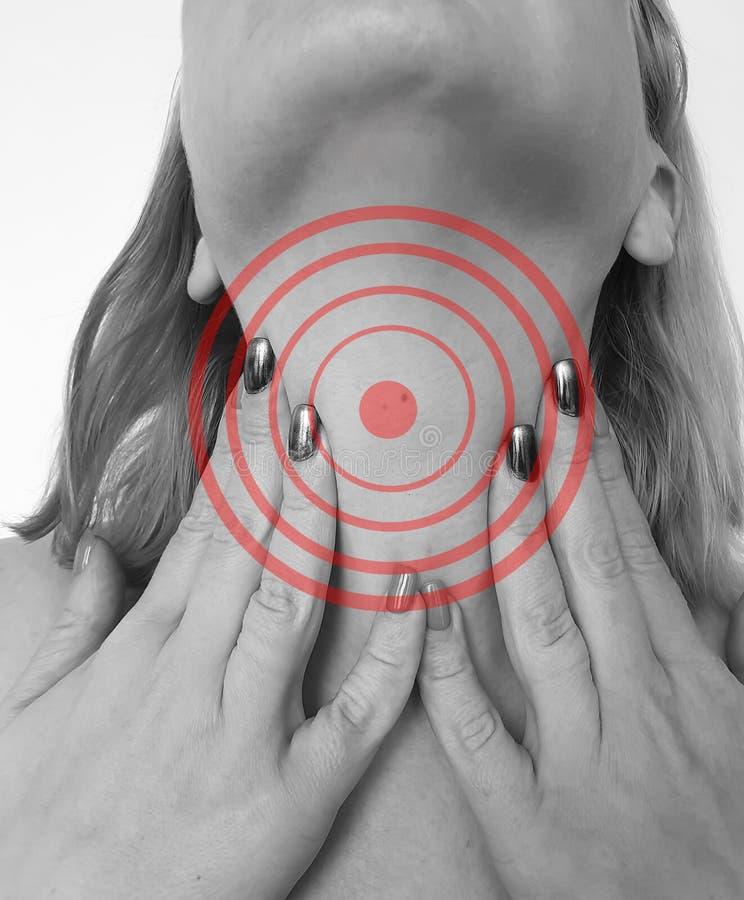 _妇女sore喉咙痛坏难受症状 免版税库存照片