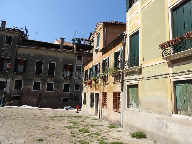 威尼斯精妙的历史的石建筑学,大约,晴朗的意大利 免版税库存图片