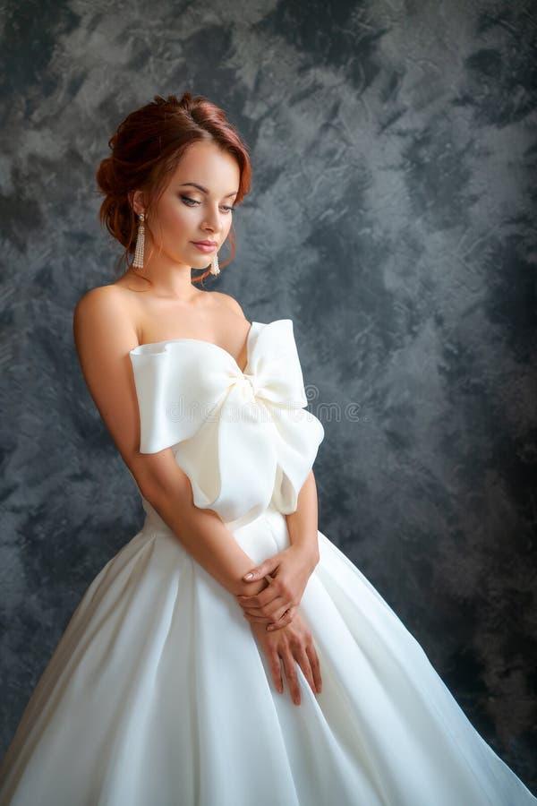 婚纱的美丽的新娘,美好的构成和称呼 库存图片
