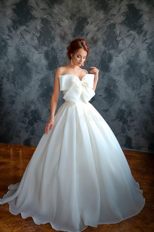 婚纱的美丽的新娘,美好的构成和称呼 库存照片