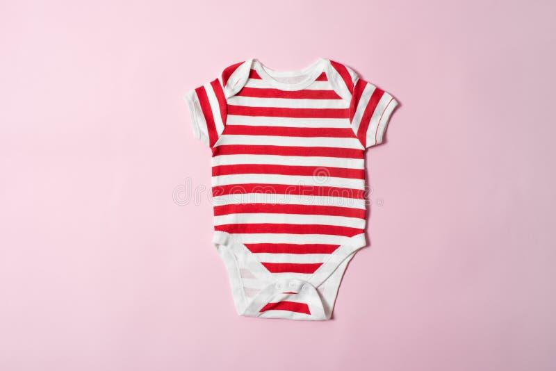 婴孩在桃红色背景的时尚概念 镶边紧身衣裤 免版税库存照片