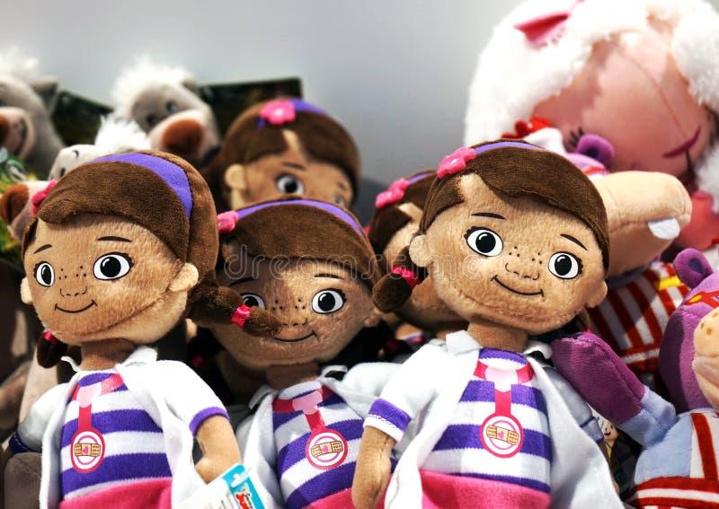 孩子的软的玩具商店的柜台的 库存照片