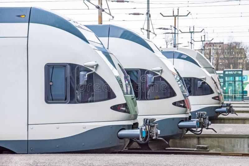 客车客舱机车连续在驻地的平台 图库摄影