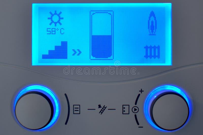 家庭供暖自动化与蓝色显示的控制单元 免版税图库摄影