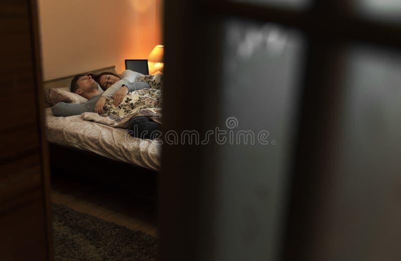 家庭晚上夜间 在视图之上 库存图片