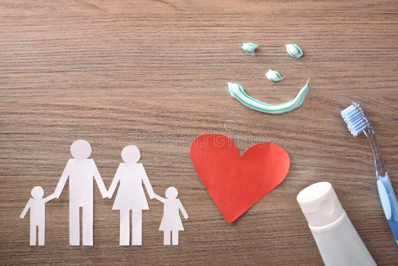 家庭牙科保险的概念与代表元的在桌上 免版税图库摄影