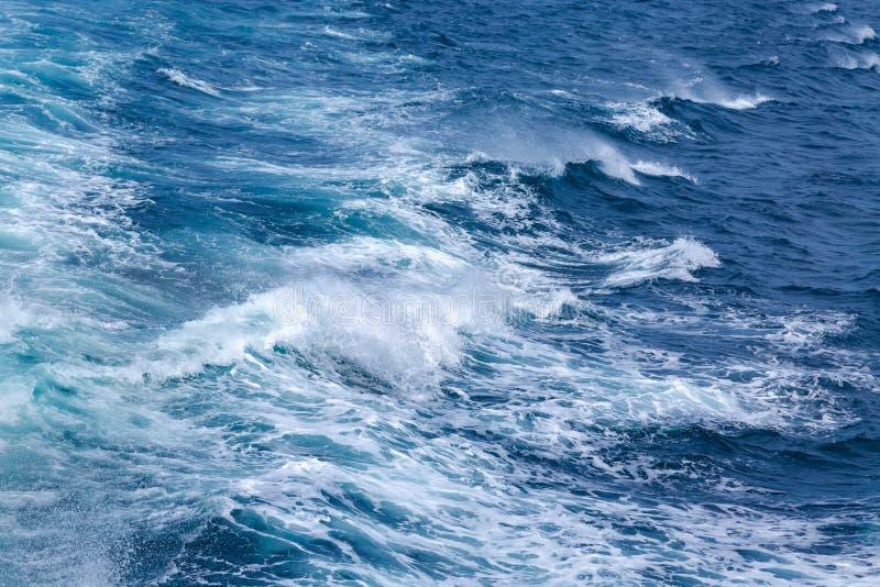 安达曼海蓝色深水  风和波浪 抽象纹理 免版税库存图片