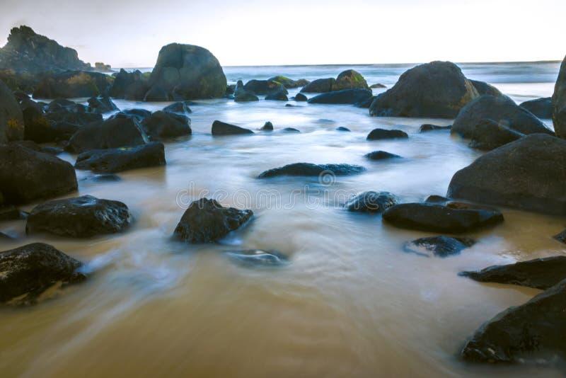安静水在邦迪区 库存照片