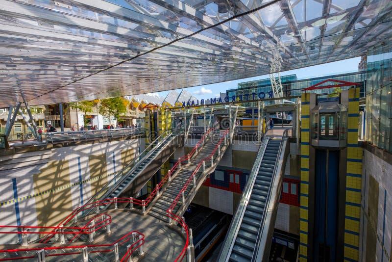 对地下鹿特丹Blaak火车站,荷兰的入口 免版税库存图片
