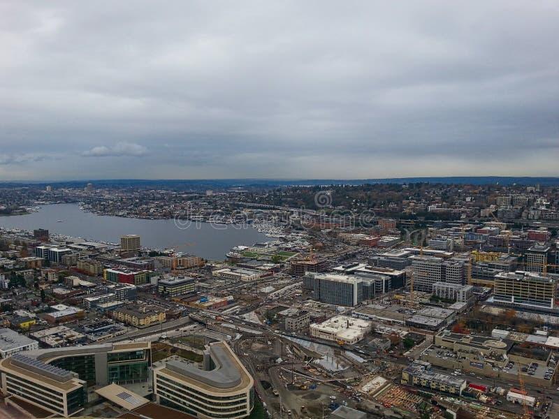 对摩天大楼和海湾的看法 库存图片