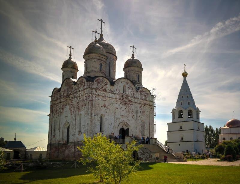 对Mozhajskij Luzhetsky Feropontov修道院的外视图, mozhaysk莫斯科地区,俄罗斯 免版税库存图片