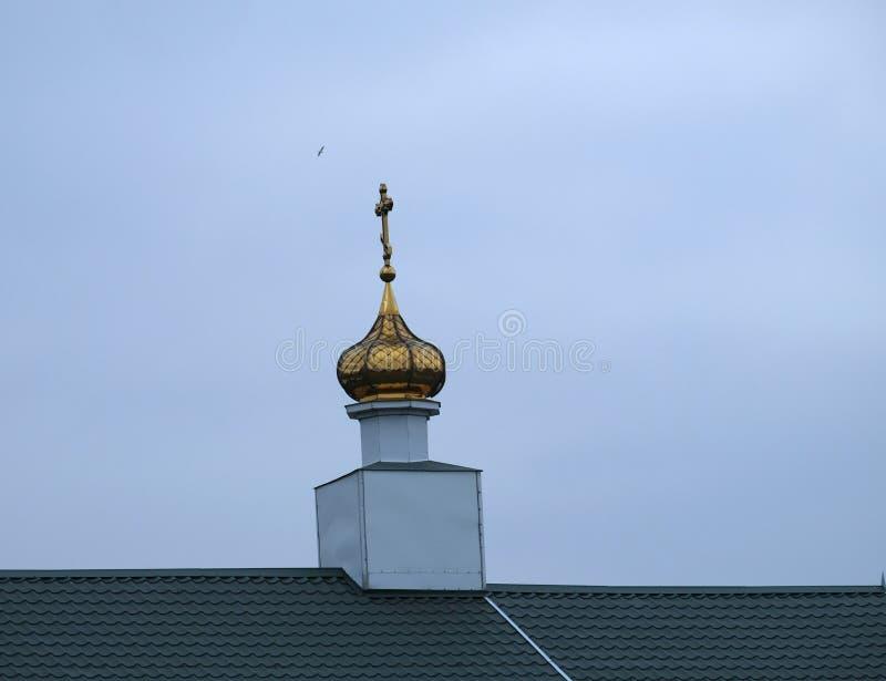 寺庙的圆顶在步行的在公园 免版税库存图片