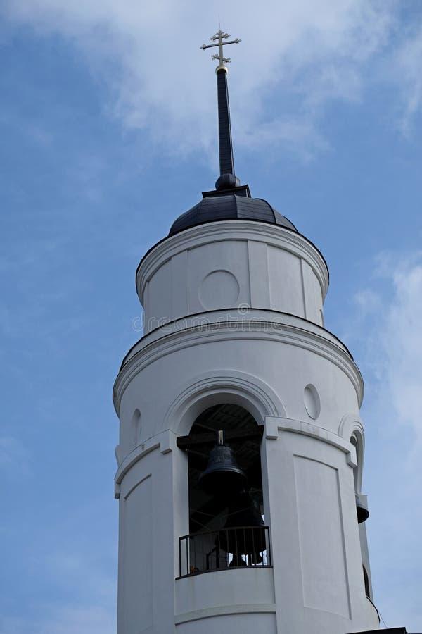寺庙的圆顶在步行的在公园 免版税库存照片