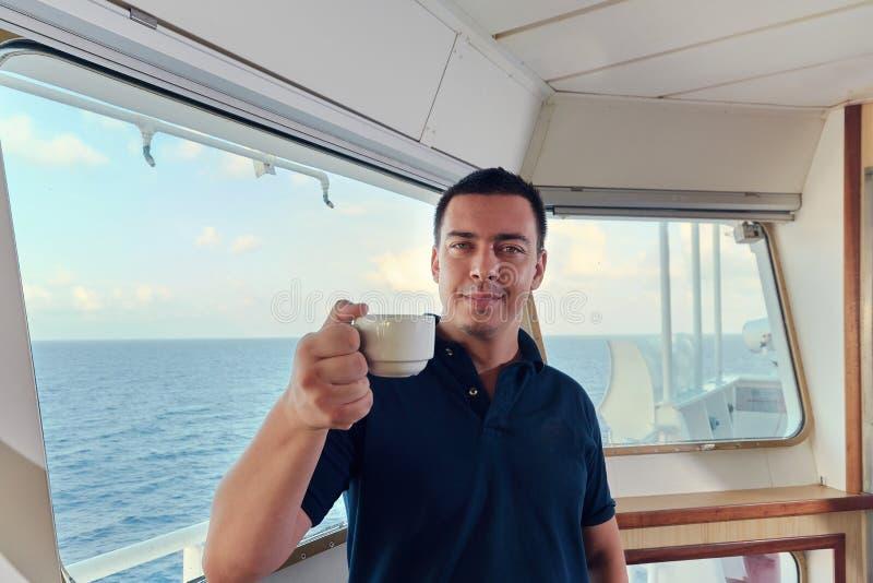 导航员少尉画象船的桥梁的 免版税库存图片