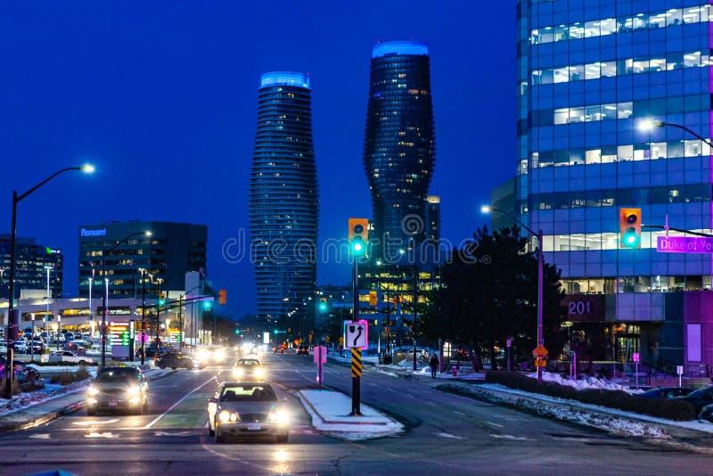 密西沙加,加拿大,2019年2月14日:绝对公寓房双塔,这些高层密西沙加公寓房在2007年被建造了 库存照片