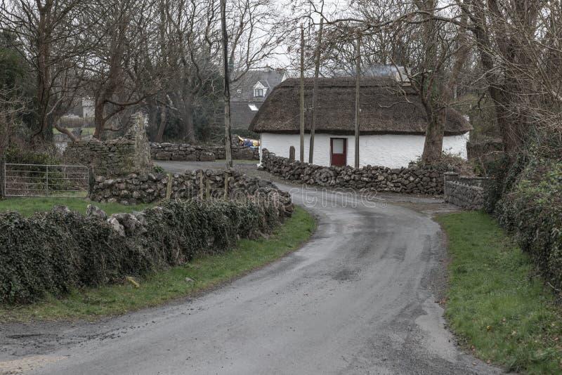 小典型的爱尔兰村庄在戈尔韦 免版税库存照片