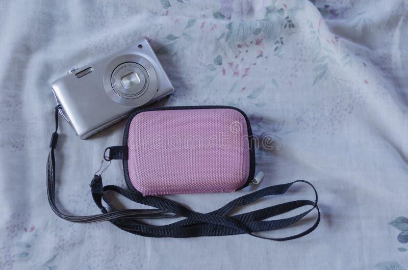 小照相机和案件 图库摄影