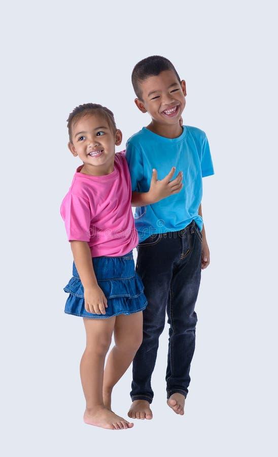 小男孩和女孩画象是有在白色背景隔绝的玻璃的五颜六色的T恤杉 库存图片