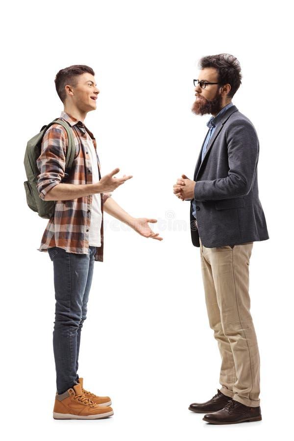 少年男生谈话与他的父亲 免版税图库摄影