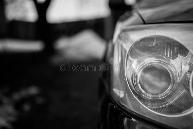 射击的日本汽车车灯关闭,浅景深,文本的空间 免版税库存照片