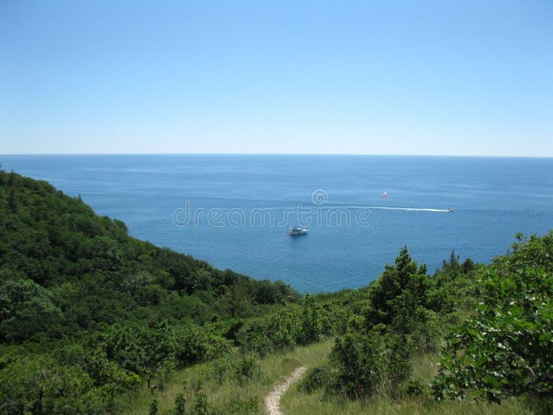 山的倾斜由海的 图库摄影