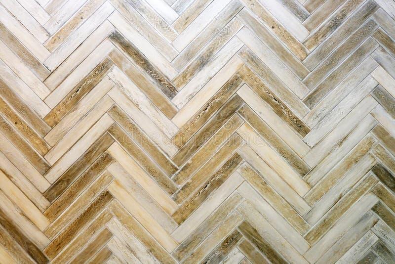 层压制品和乙烯基在橡木木背景的地垫木纹理陈列品新建工程的或更新 免版税库存图片