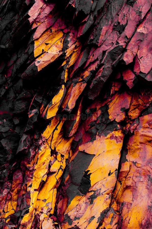 岩石,黑,黄色石纹理,红色岩石结构 免版税库存图片
