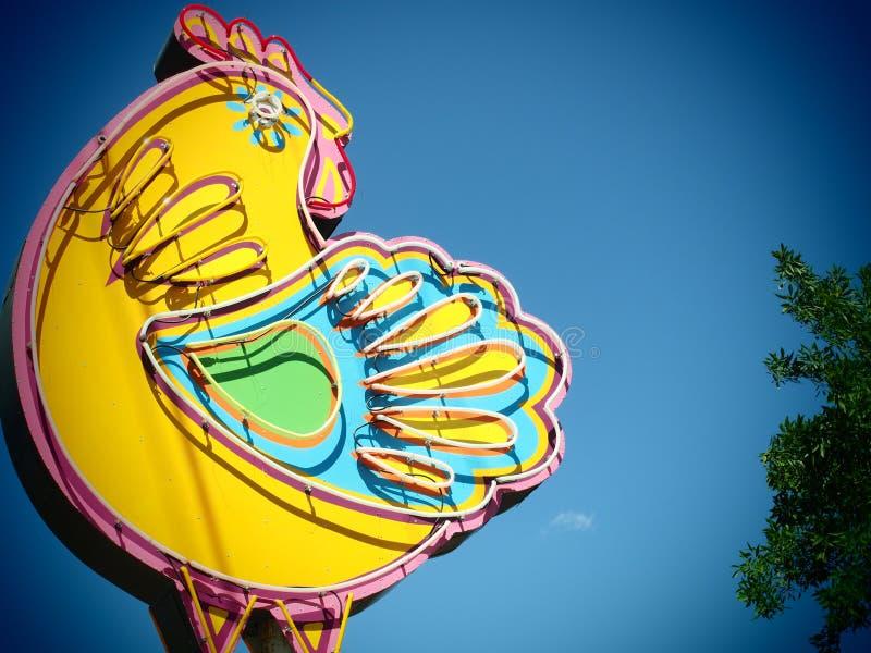 巨型霓虹鸡签到奥斯汀得克萨斯 免版税库存照片