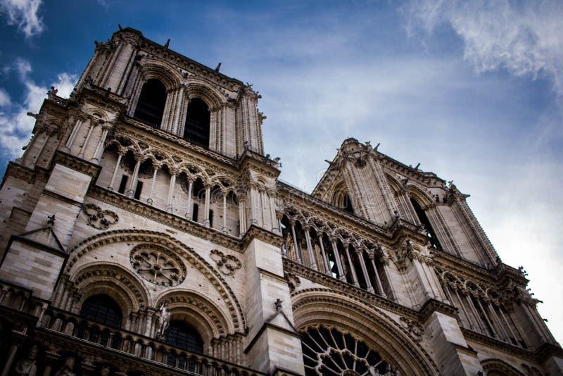 巴黎圣母院前面 免版税库存照片
