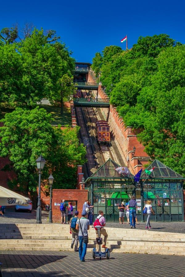 布达佩斯春天都市风景有老缆索铁路的路轨的在布达城堡小山 库存图片