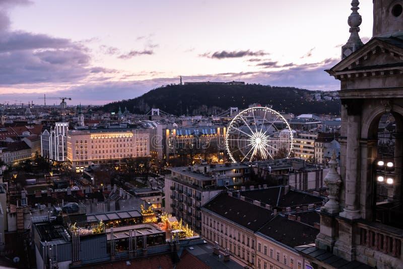 布达佩斯鸟瞰图在夜之前 图库摄影