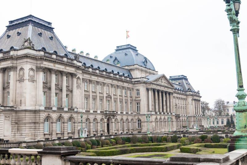 布鲁塞尔/比利时01 02 19:王宫在布鲁塞尔在一下雨天 库存照片