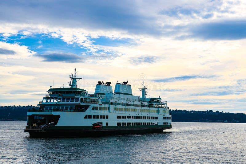 布雷默顿轮渡的西雅图有天空的美丽的景色 图库摄影