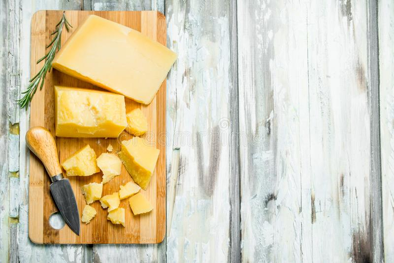 帕尔马干酪用芬芳迷迭香 库存照片