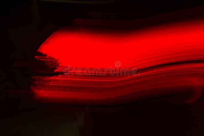 广角抽象红色迷离背景 设计的轻和深红梯度纹理 酒的接近的玻璃红色 美丽 库存照片