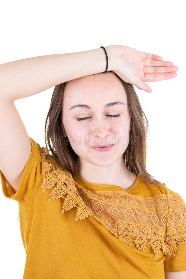 年轻女人有头疼偏头痛在黄色毛线衣 图库摄影