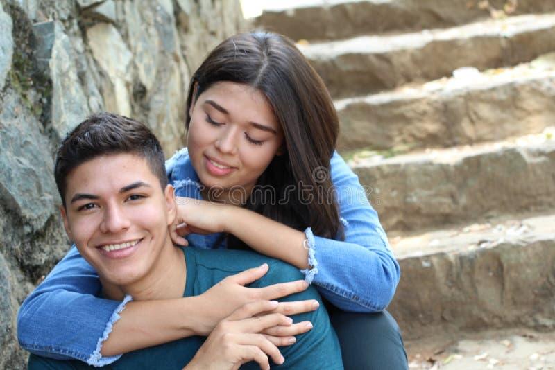 年轻女人情痴与她的男朋友 免版税库存图片