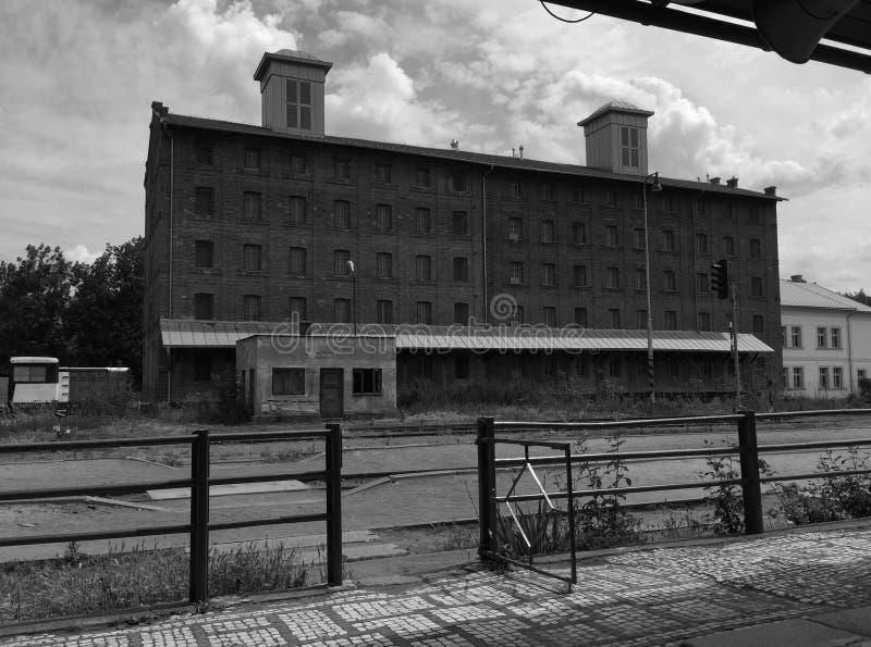 库特纳霍拉,捷克-由火车站的被放弃的老植物 库存照片