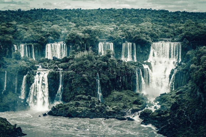 庄严伊瓜苏瀑布-最大的瀑布在世界,巴西上 库存图片