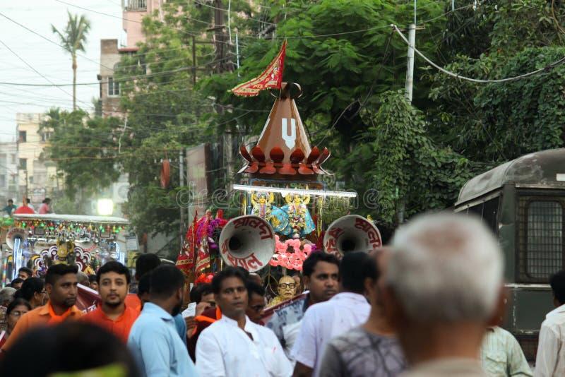 庆祝rathyatra的人们在马尔达 库存照片