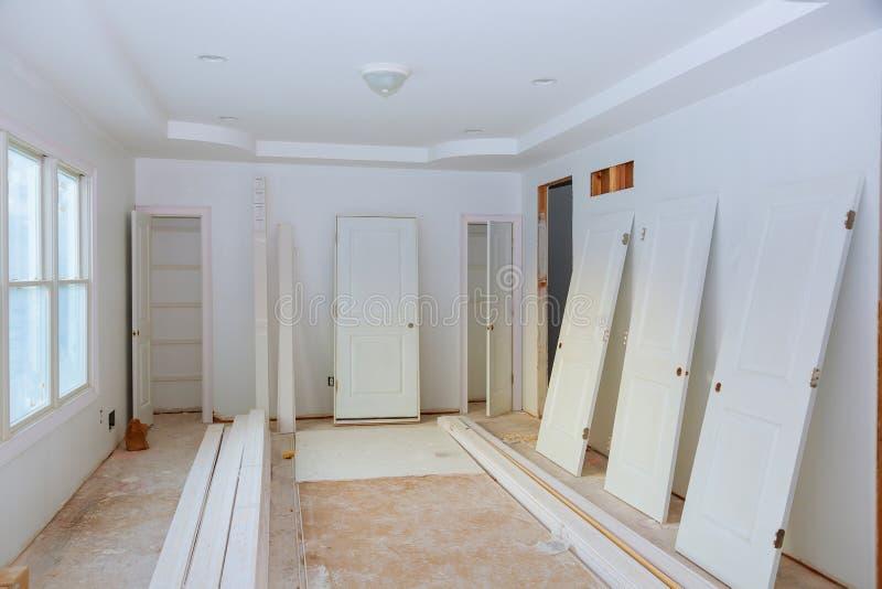 建筑建筑业新的家庭建筑内部干式墙和结束细节 免版税图库摄影
