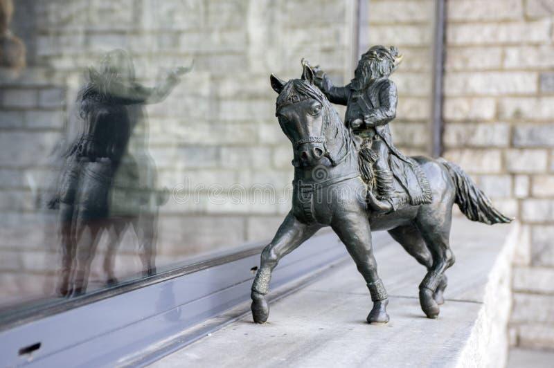 弗罗茨瓦夫/波兰- 2018年3月30日:在弗罗茨瓦夫街道街道的弗罗茨瓦夫krasnale现代美术小小雕象  库存照片