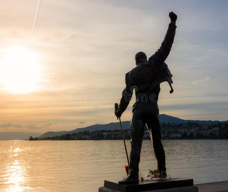 弗雷迪・默丘里雕塑日落的 免版税图库摄影
